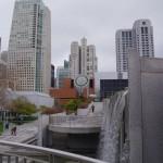 Muzeum moderního umění na pozadí zahrady Yerba Buena